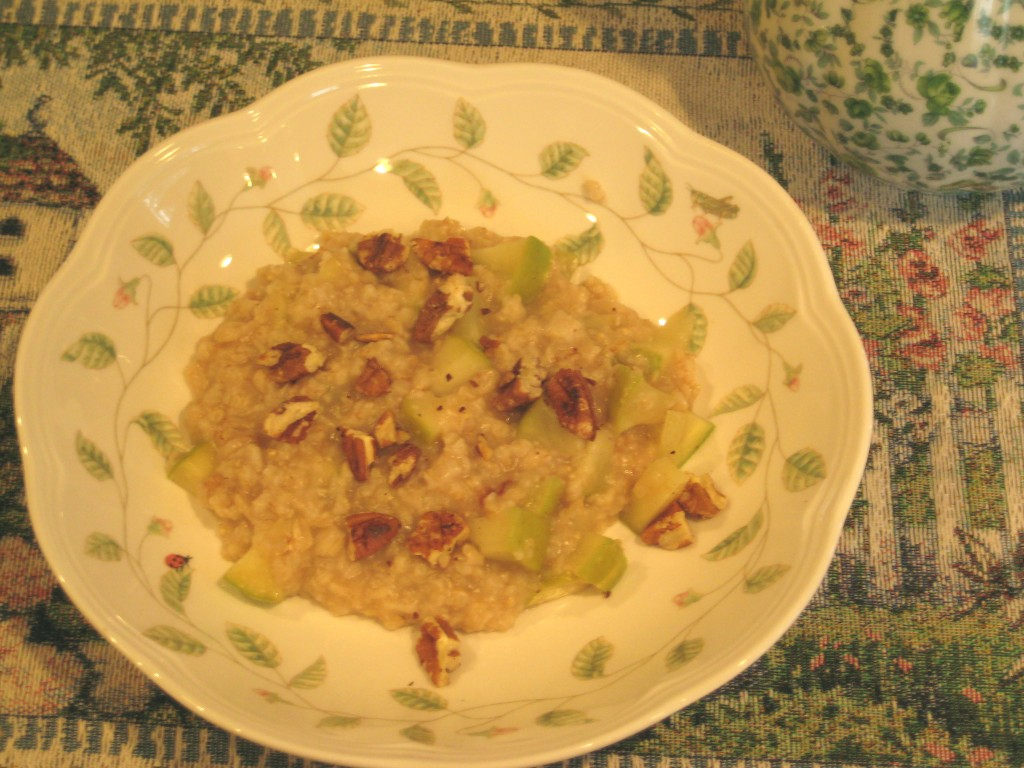 Cinnamon Oatmeal with Granny Smith Apples and Toasted Pecans