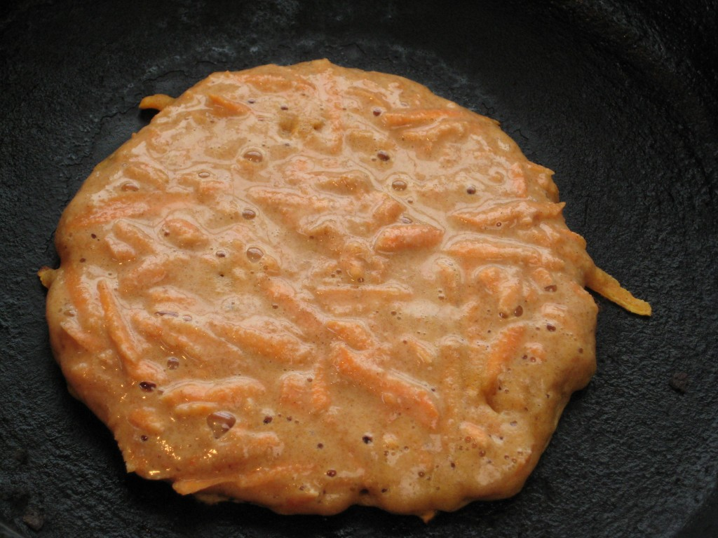Distribute the grated yam in the pancake and cook on medium-low heat.