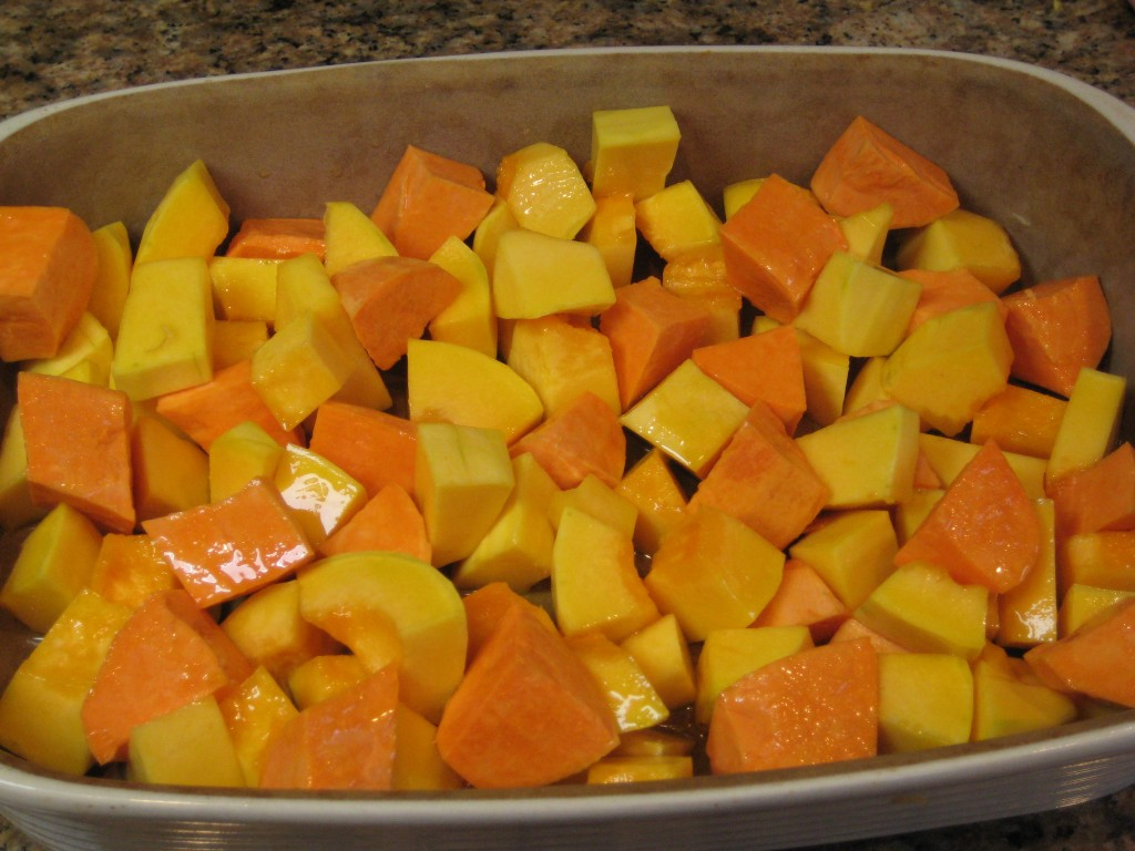 Mix squash and yam cubes with olive oil.